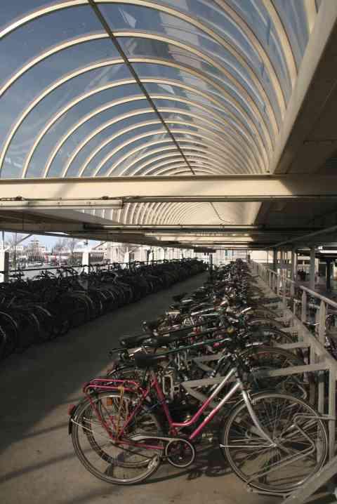 16mrt, 15u24, station Oostende