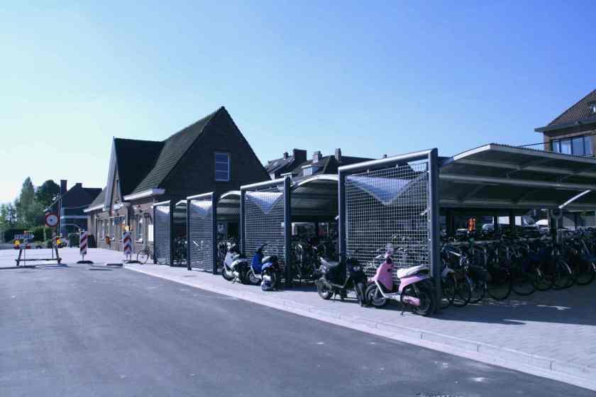 23apr09, 9u39, Merelbeke station
