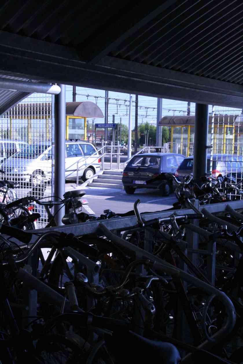 23apr09, 9u40, Merelbeke station