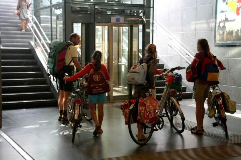 08jul13, 10u48, station Brugge