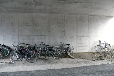 17jul13, rotonde Ottergemsesteenweg Zuid / Binnenring Zwijnaarde, 19u26