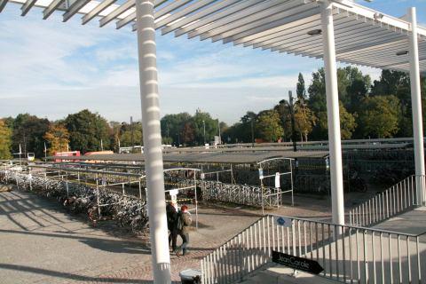 27sep10, 10u08, stationsplein Brugge