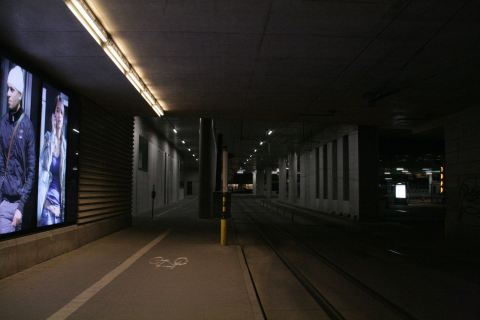 16feb14, 22u09, voorlopige tramtunnel & tramhaltes