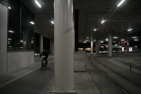 16feb14, 22u10, voorlopige tramtunnel & tramhaltes