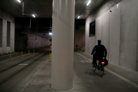 16feb14, 22u12, voorlopige tramtunnel & tramhaltes