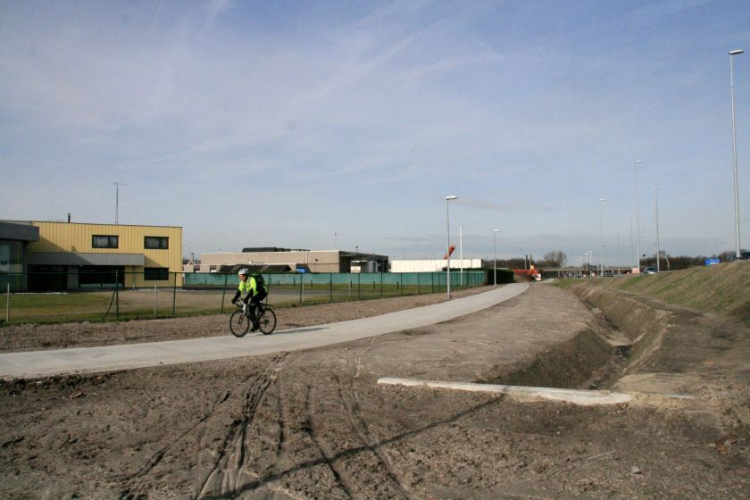 23feb14, 13u10,  nieuwe fietspad Kennedylaan