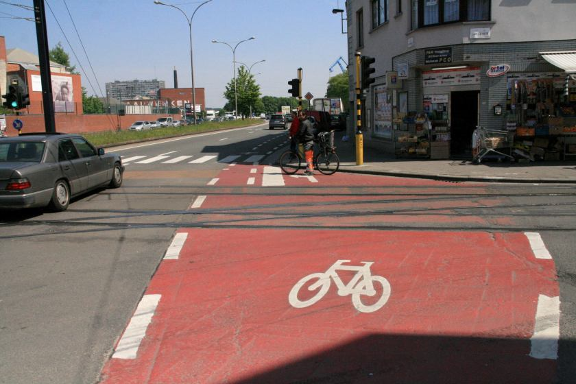 05mei14, 14u21, Neuseplein / Sint-Salvatorstraat
