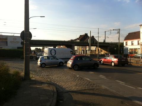 Auto's kruisen het fietspad 'en masse'